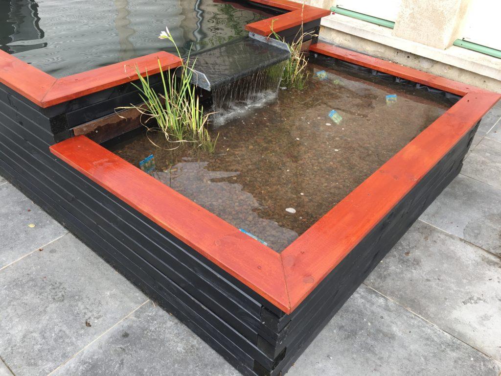 Bassin hors sol 8m8 en bois coloris noire et bordeau japonais
